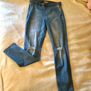 Distressed stretch jean